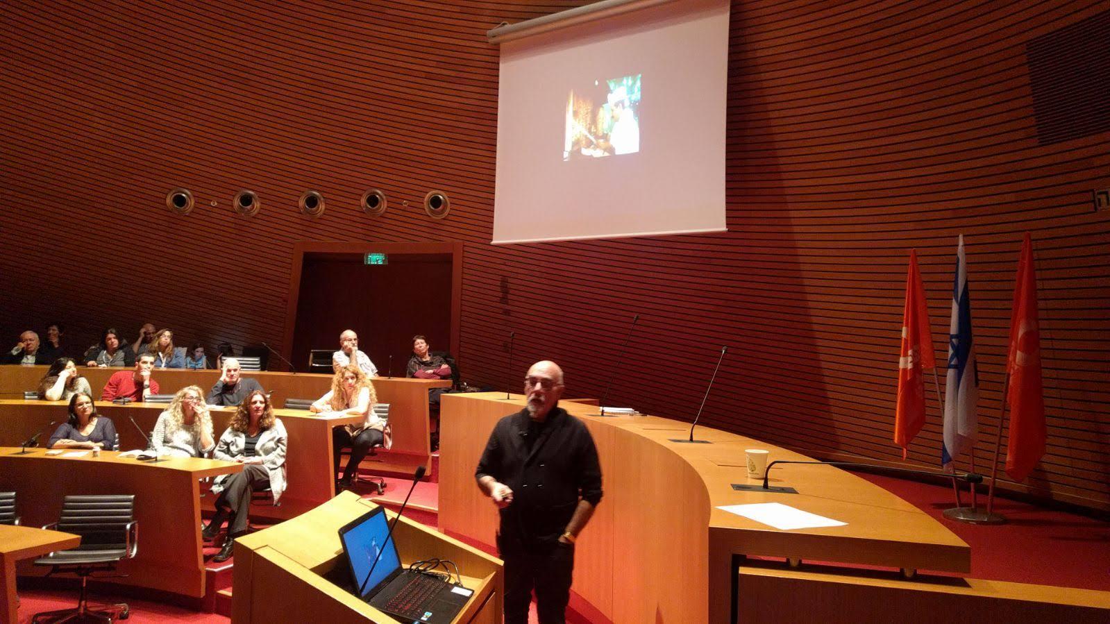 שף ישראל אהרוני מדבר במסגרת מפגש השפים של הפורום